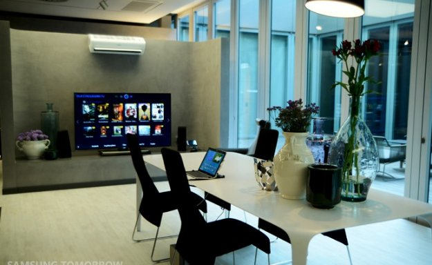 3aeb12351 Pro ty, kteří hledali chvíli odpočinku, zde byl připraven salonek, kde  mohli relaxovat a užívat si moderní technologie u zakřivené 105palcové UHD  TV.